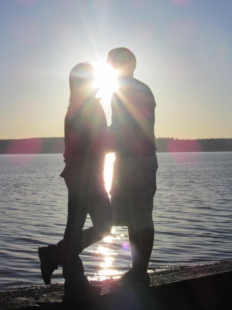 Noi doi, amoundoi, cu lumina printre noi